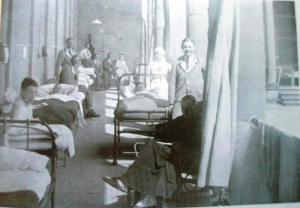 Soldiers recovering on the Colonnade c.1917