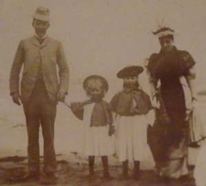 Hulton family at the Lido in Venice, 1894. From left to right: William, Teresa, Gioconda and Costanza.