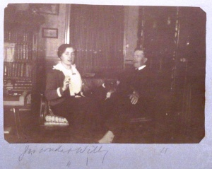 Gioconda and her father, William, sat in their home in Venice, 1913.