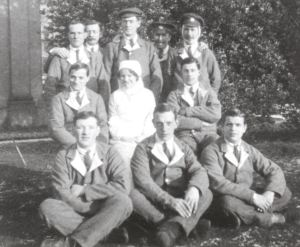 Wounded soldiers and a nurse at the Attingham hospital, c.1917.