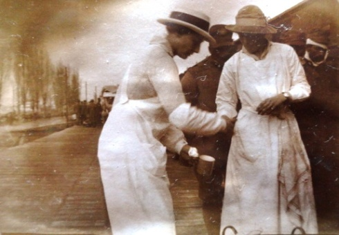Teresa Hulton (left) helping the soldiers from the train, 1915.