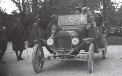 Teresa Hulton (far right) in a Red Cross vehicle at the Villa Trento, 1916.