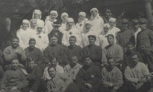 Nurses, staff and patients at the Infermeria Britannica (British Hospital) in Florence, Italy, 1916.