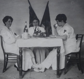 Teresa (centre) with Contessa Carafa (left) and Mrs Nott (right), Joanniz, in the Udine province of northern Italy, May 1917.